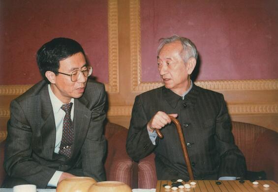 幸会围棋之神吴清源(右)