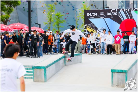 2021中国滑板精英赛强势破圈 微博滑板傲立街头