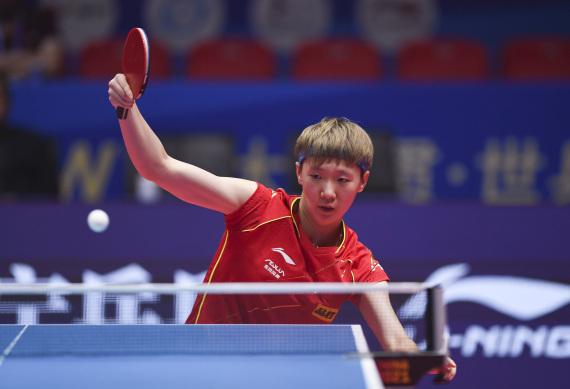 王曼昱在比賽中回球。新華社記者張浩然攝