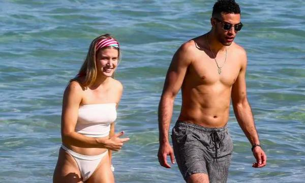 高清-布沙尔和神秘男子海滩度假