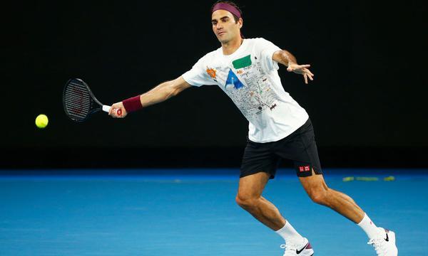 高清-费德勒训练备战澳网 表情轻松