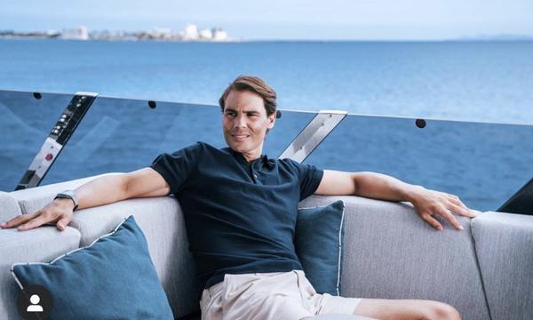 高清-纳达尔在自己的豪华游艇拍写真