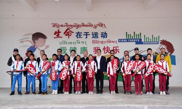 高清-中网西藏公益行走进日喀则 高原孩子享受网球运动
