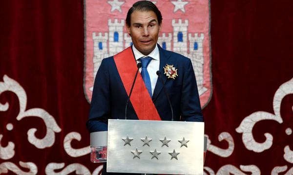 高清-纳达尔获马德里大区大十字奖章