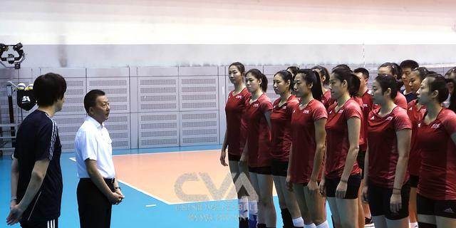 李颖川副局长为即将出征女排世界杯的中国女排送行