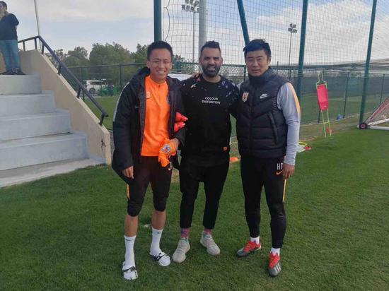 鲁能迪拜拉练迎老队长安塔尔到访 现已成主教练