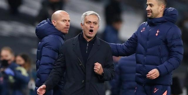 穆里尼奥:曼联是欧联夺冠热门 我从未小组赛出局