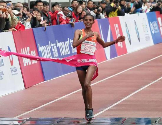 上海国际马拉松赛即将开赛 众星云集蓄势待发
