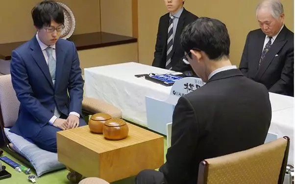 日本棋圣战挑战赛首局 井山裕太1-0挑战者河野临
