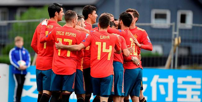 西班牙庆祝进球