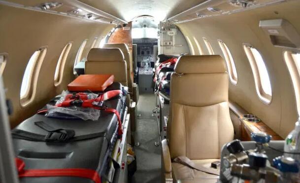 C罗全程坐救护车前往机场 豪华救护专机送他回家