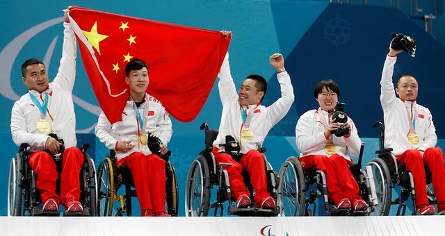 中国冰壶队夺冬残奥史上首金
