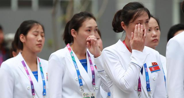 朝鲜选手升旗仪式激动落泪