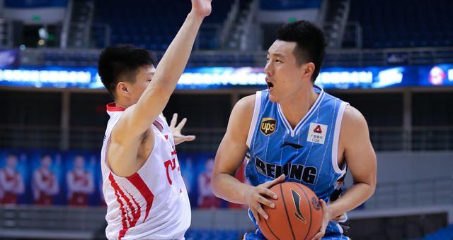 翟晓川24分 北京有惊无险击败青岛