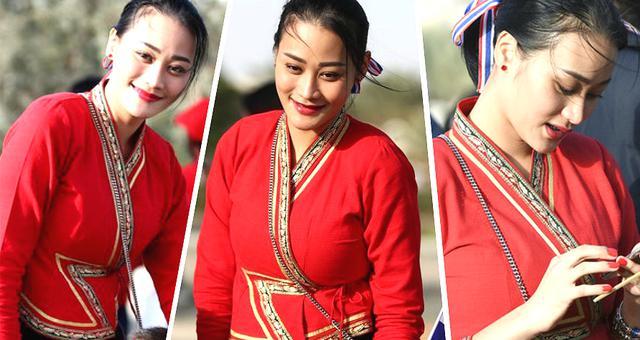 泰国美女球迷神似张馨予风情万种
