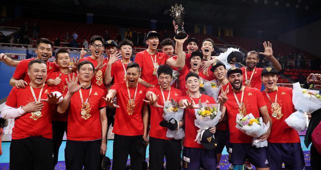 捧杯!上海男排实现联赛15冠王