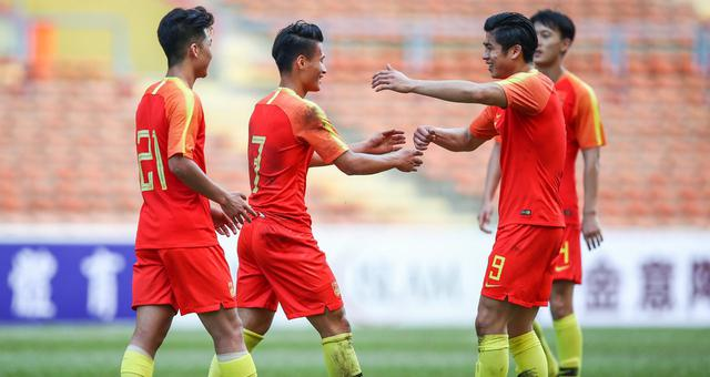 奥预赛-张玉宁2助攻杨立瑜双响中国5-0