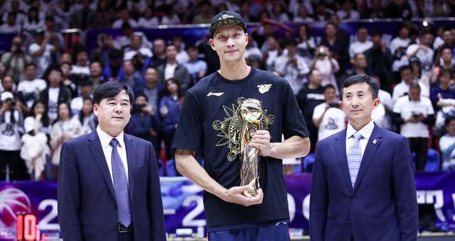 易建联第三次荣膺总决赛MVP