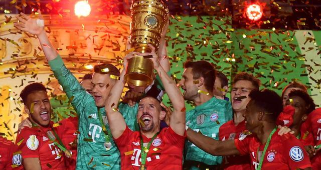 德国杯-莱万梅开二度 拜仁完胜捧杯