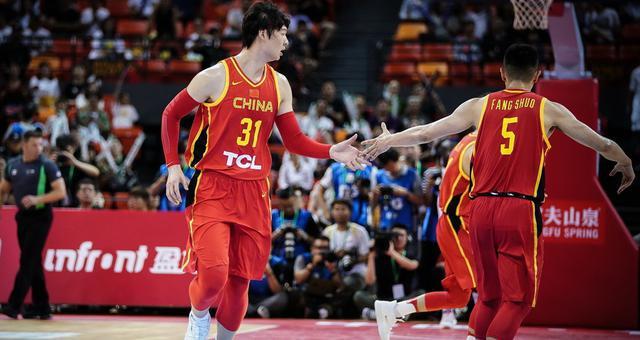 热身赛-王哲林25分 男篮胜NBL联队