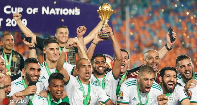 阿尔及利亚时隔29年再捧非洲杯