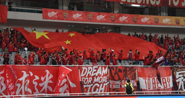 上港建业赛前万人合唱《我和我的祖国》