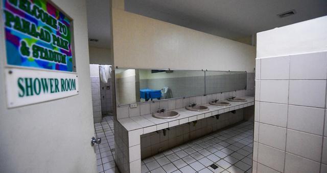 菲律宾主场更衣室简陋!砖都黑了