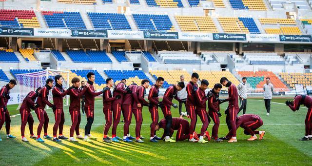 选拔队轻松备战韩国 游戏放松欢声笑语不断