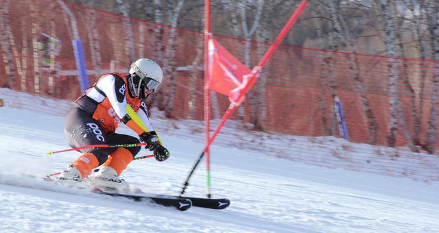 新浪杯高山滑雪公开赛万龙站双板精彩瞬间