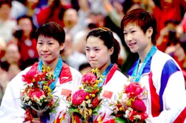 2000年李菊、王楠和陳靜站在悉尼奧運會女單領獎臺上