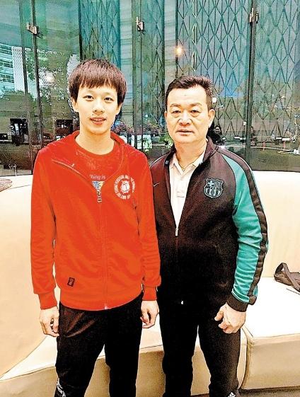 林建宇(右)与林高远合影