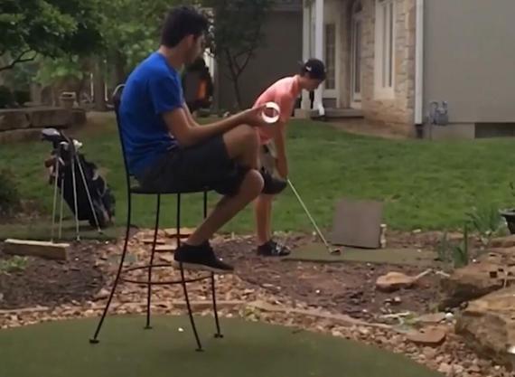 视频-花式高尔夫表演 超高难度反弹进洞