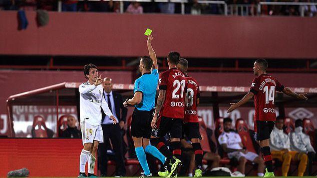 奥德里奥索拉累计两黄牌被罚下
