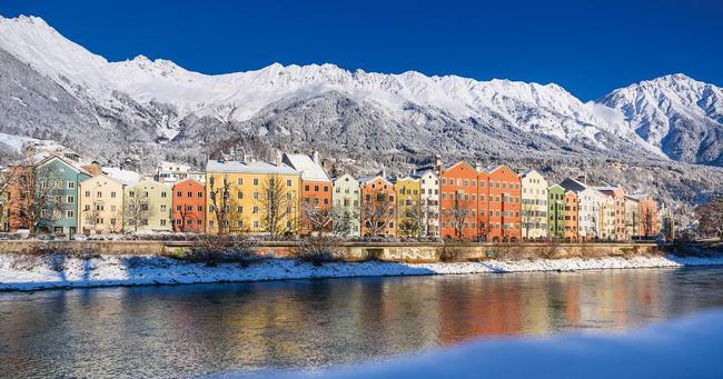 坐落于阿尔卑斯山脚下的因斯布鲁克小镇