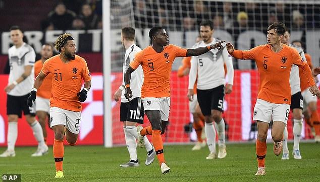 荷兰拿下小组第一
