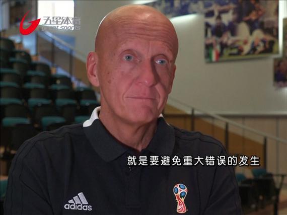 视频-抓紧学习 世界杯裁判接受视频辅助培训