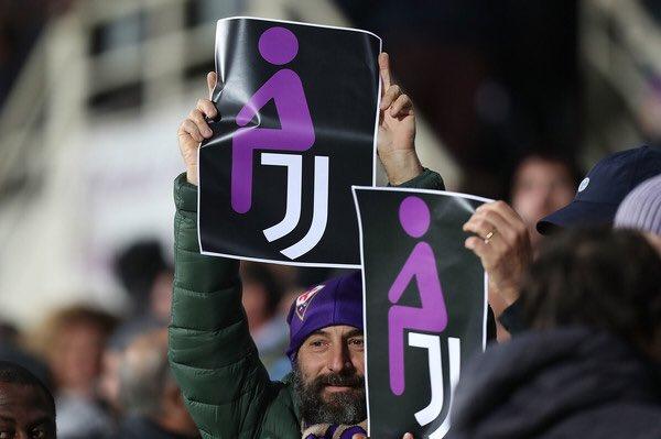 佛罗伦萨球迷打出反尤文纸片