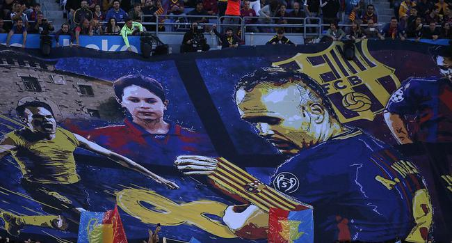 球迷巨幅海报感谢伊涅斯塔