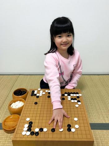 10岁的仲邑菫成为日本围棋最年轻职业初段