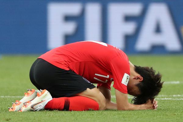两连败!韩国队员赛后直接跪了