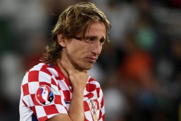外国球迷神吐槽世界杯决赛:特朗普无奈躺枪