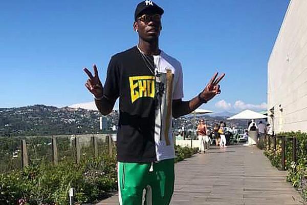 博格巴身穿绿色长裤现身洛杉矶休假