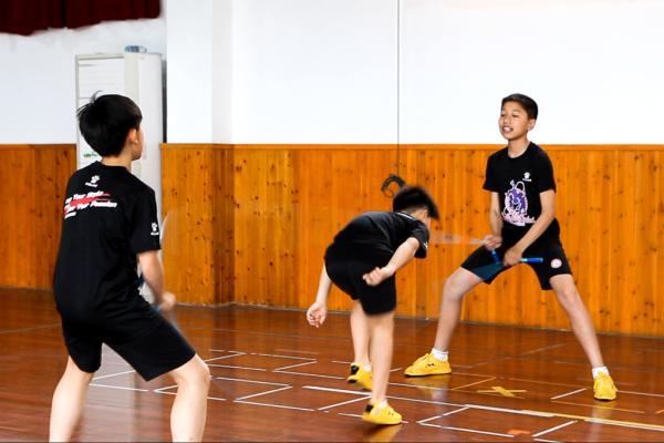 13岁中国男孩破跳绳世界纪录 30秒136次看呆网友