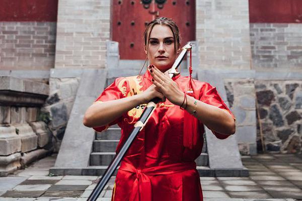 萨巴伦卡游览少林寺 网球女星秒变女侠