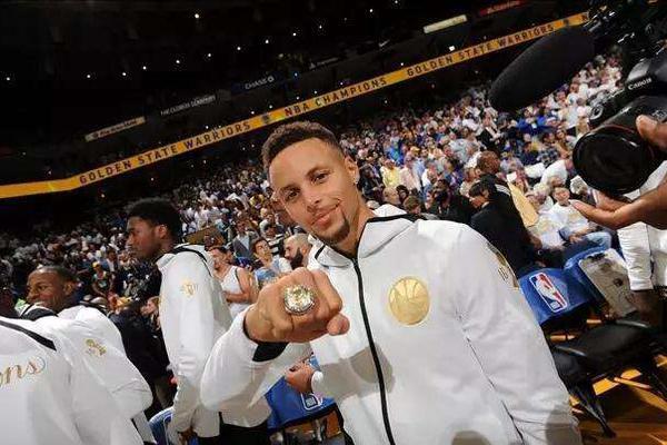 NBA冠军戒指的冷知识:15勇士冠戒值700万,中国第一个拿戒指是他