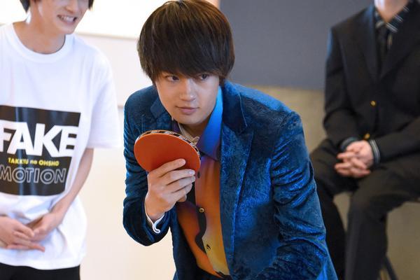 佐野勇斗打乒乓球
