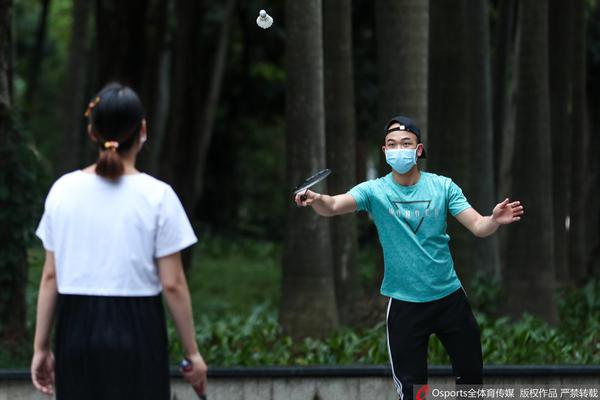疫情下的广州:市民齐聚天河公园