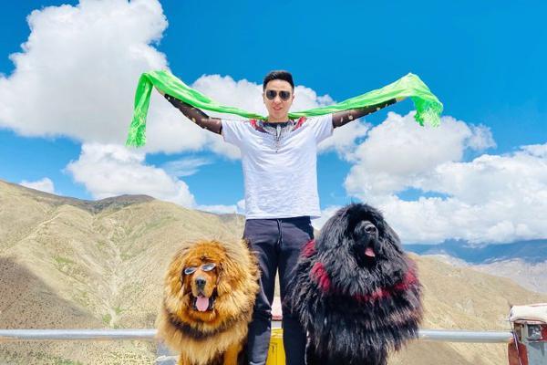 肖国栋晒出游玩西藏美照