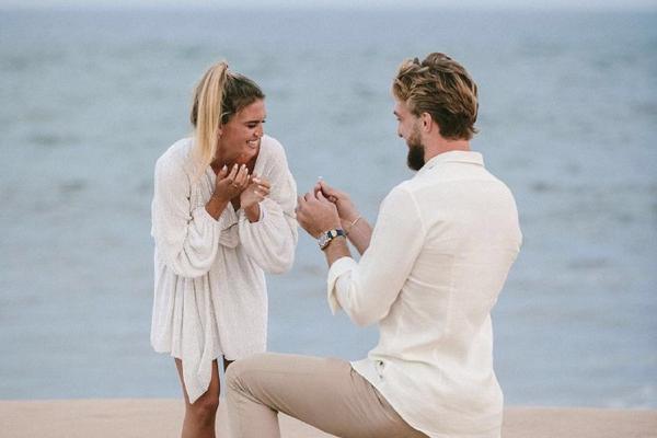 祝福!小萨博尼斯向女友求婚成功
