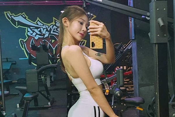 网红美女爱泡健身房减脂塑形 这身材什么水平